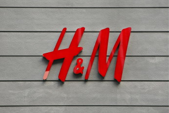 epa01487744 A corporate logo of the H&M is seen at the company's shop in Tokyo's upscale Ginza shopping district, Japan, 14 September 2008. Swedish fashion retailer giant Hennes and Mauritz (H&M) opened its first store in Japan on 13 September, making the competition in the Japanese  fashion industry even fiercer than what it already is now. More than 2,000 shoppers queued at the store on Sunday to get their hands on the Stockholm-based company's affordable yet fashionable products. H&M plans to open two more stores in Tokyo's leading fashion districts of Shibuya and Harajuku.  EPA/DAI KUROKAWA
